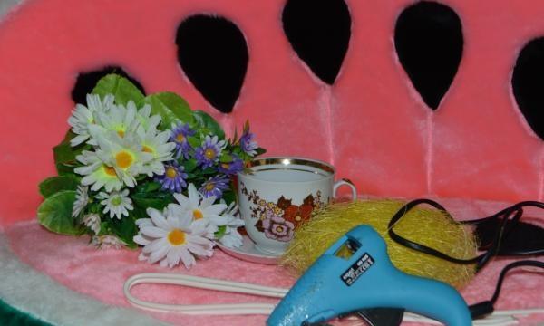 Ρέει λουλούδια από μια κούπα