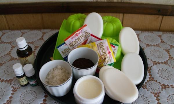 Fazendo sabão caseiro com efeito anticelulite