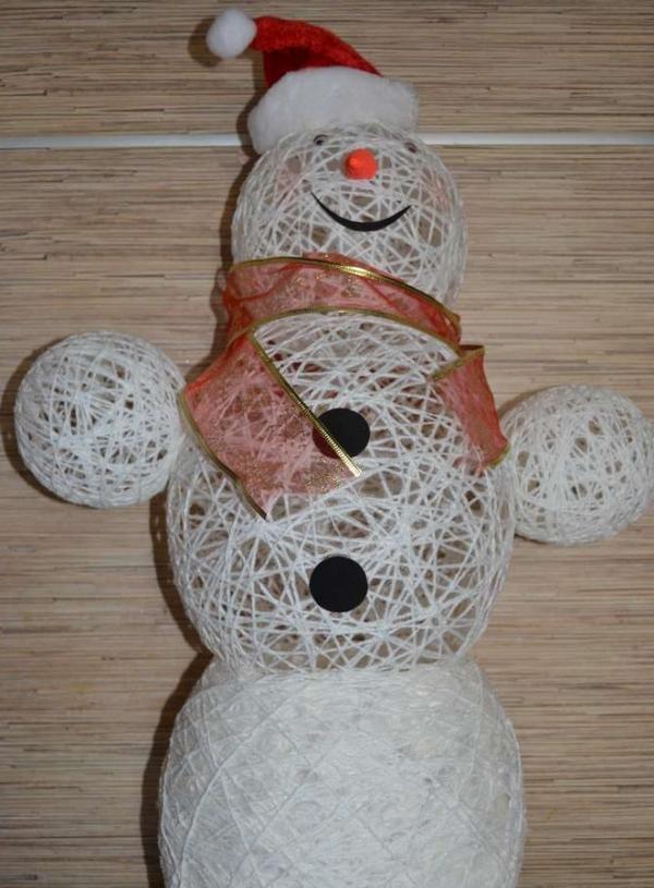 Snowman made of thread