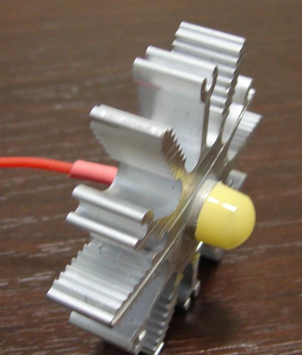 înșurubați LED-ul