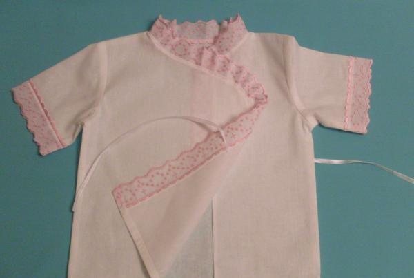 Coaseți o cămașă de botez