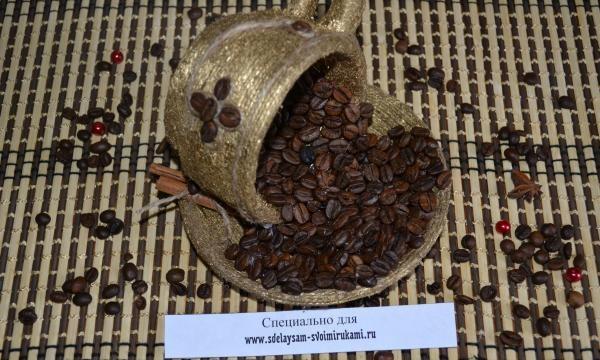 Złoty kubek kawy