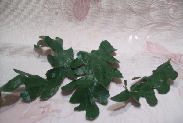 pokroić zielone liście