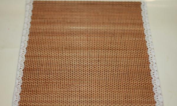 lim siderne på serviet med blonder