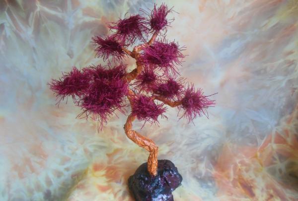 Arbore oriental realizat din sârmă și fire