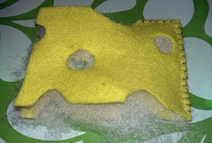 Brânză de jucărie făcută din pâslă