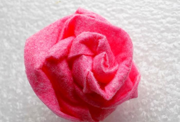 How to make a rose from a viscose napkin