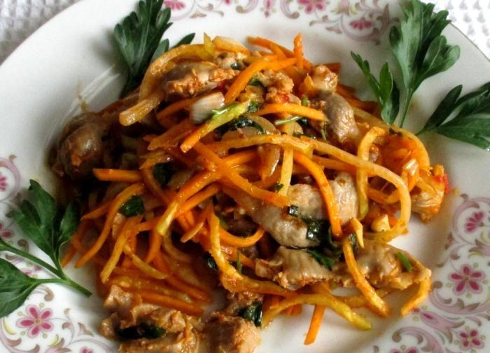 Salada quente de estômago de frango