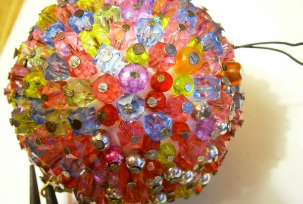 Balon de Crăciun din bricolaj din mărgele