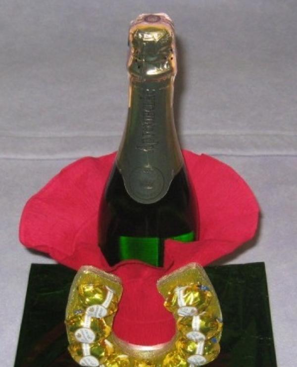 Introduceți o sticlă de șampanie