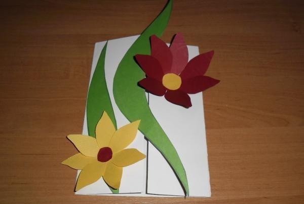 Colectați petalele de flori într-un mugur