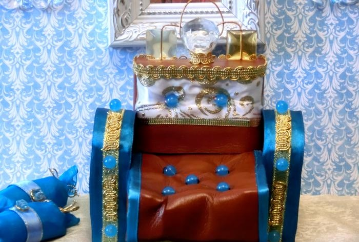 Królewska sofa dla lalek