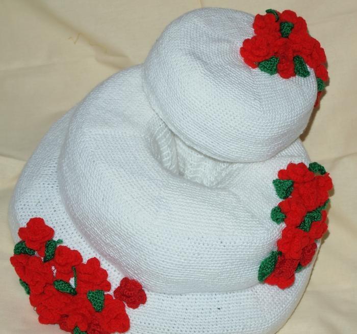 Hæklet tredelt kage med roser