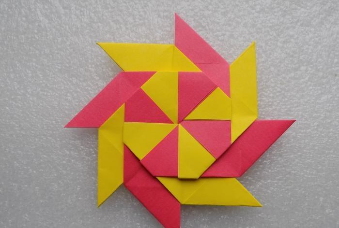 Gwiazda transformatora wykonana z papieru