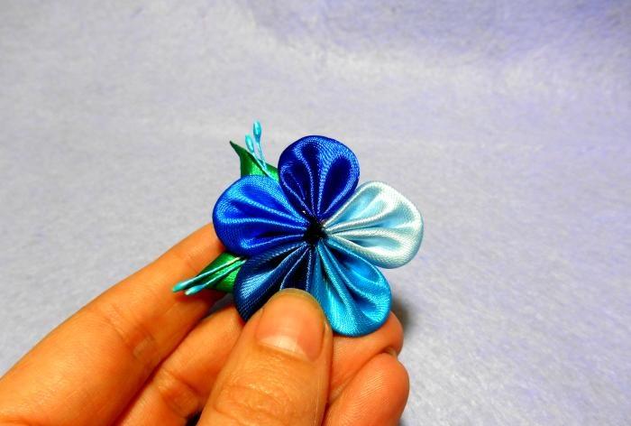 Αφηρημένο λουλούδι κορδέλα