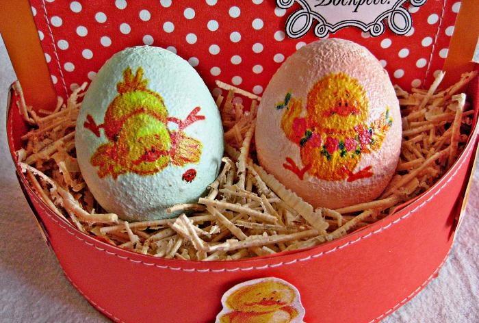 Wielkanocny kosz z jajkami
