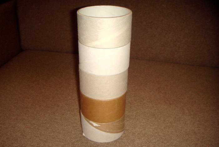 Vase aus Spulen von einem Klebeband
