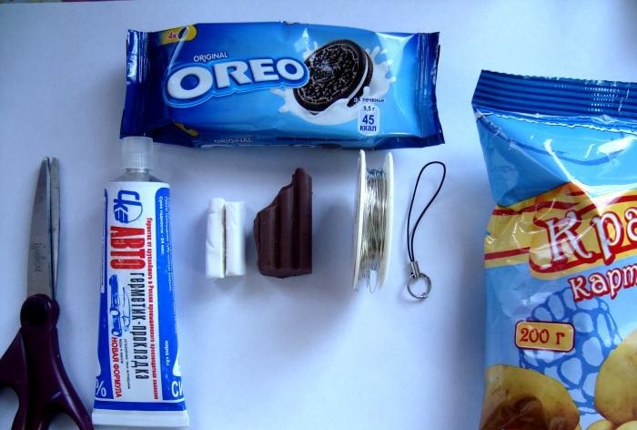 How to make an Oreo keychain with your own hands
