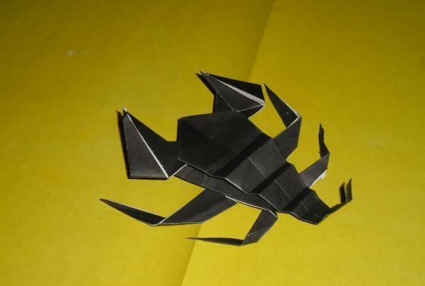 scorpion de hârtie