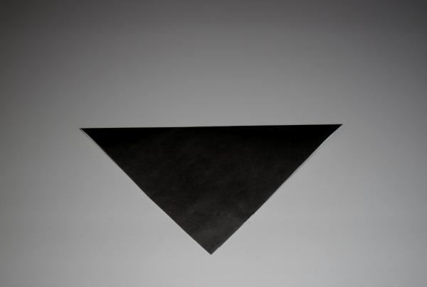 Pliați foaia în diagonală