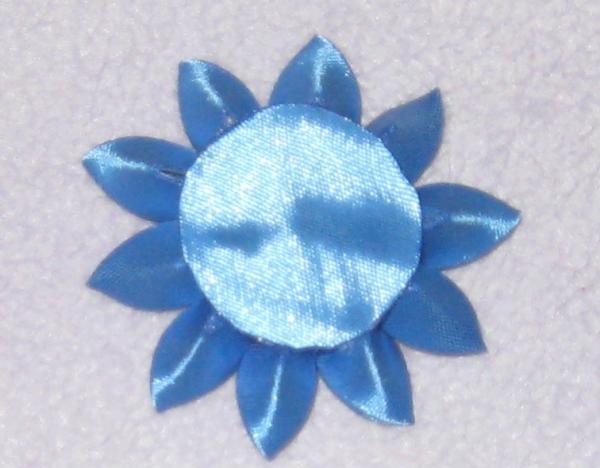 lipici cabochonul albastru în centru
