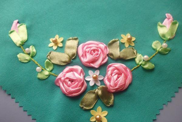Șervețel cu trandafiri brodați