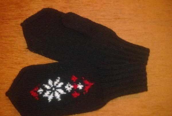 Women's mittens with a Norwegian star 1
