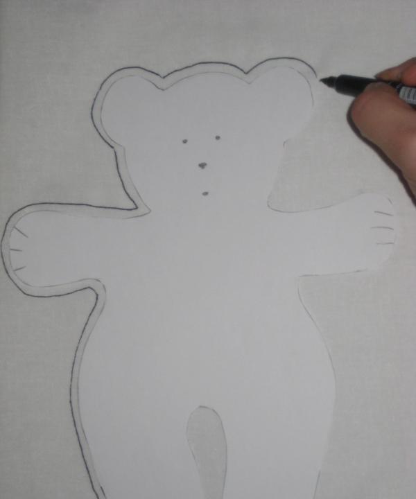 conturați conturul ursului mic