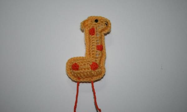 Broșă amuzantă de girafă