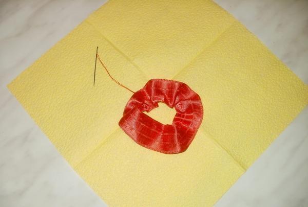 floare luxuriantă de panglică