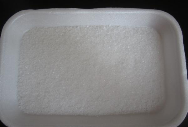 se toarnă sare de mare