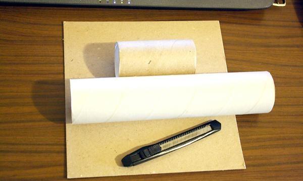 Înfășurați un tub de hârtie igienică