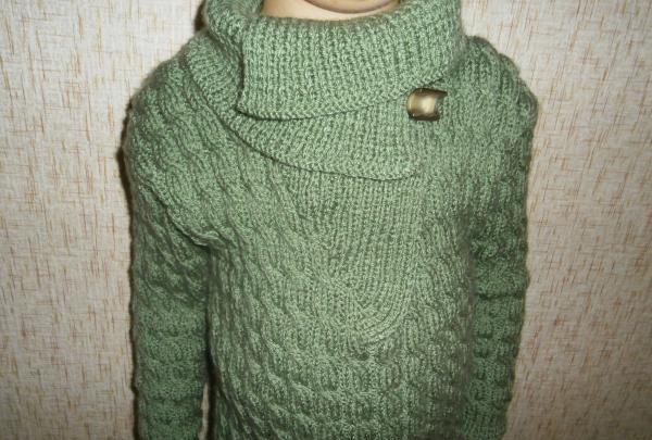 sweter z dużym kołnierzem
