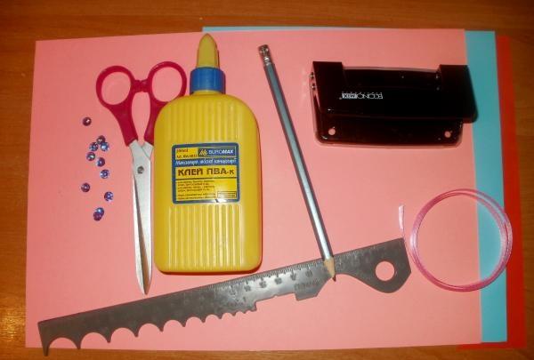Materiale și instrumente pentru lucru