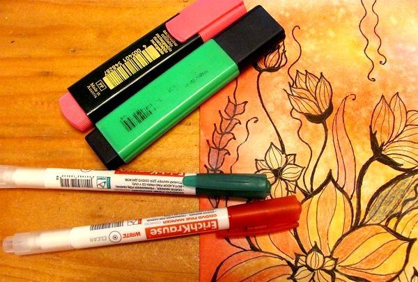 au nevoie de creioane colorate și stilou