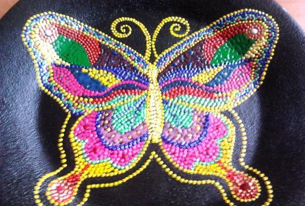 dați aripile fluturelor pufoase