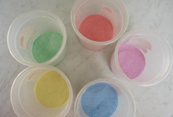 vopsea cu culori diferite