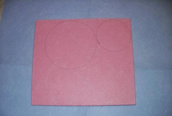 desenați două cercuri cu o busolă