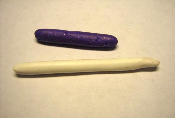 Išvyniokite baltas ir violetines dešreles