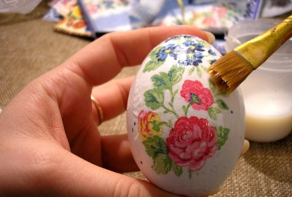 Ouă de decoupage