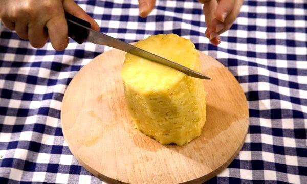 Cum se curăță repede ananasul