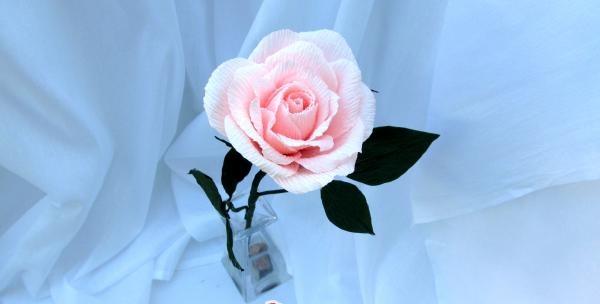 Trandafiri ondulate din hârtie
