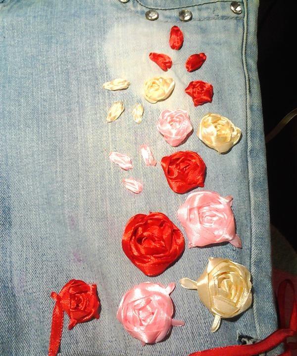 continuați să brodați trandafirii înșiși