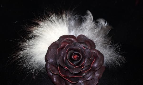 piele și floare de blană