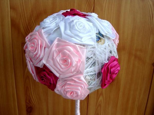 Adeziv cu trandafiri de zmeură
