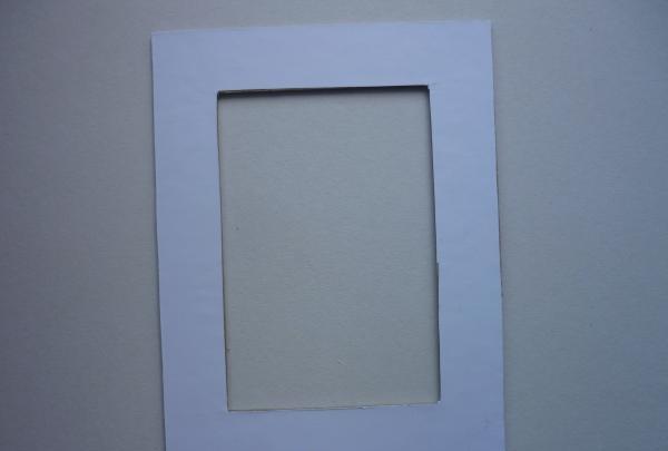 lipiți hârtie albă