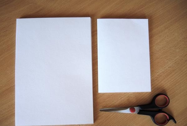 กระดาษหนาสองแผ่น