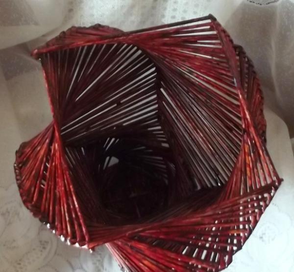 vaze în spirală din vițe de hârtie