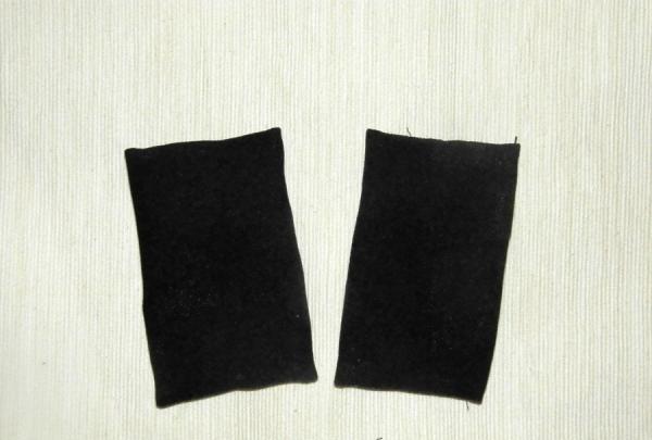 สี่เหลี่ยมสีดำสองอัน