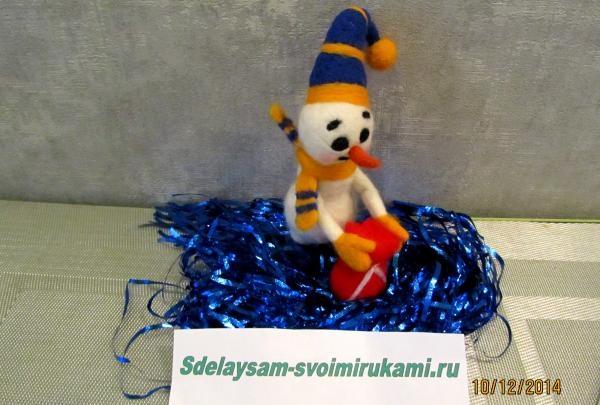 Snemand hjælper julemanden